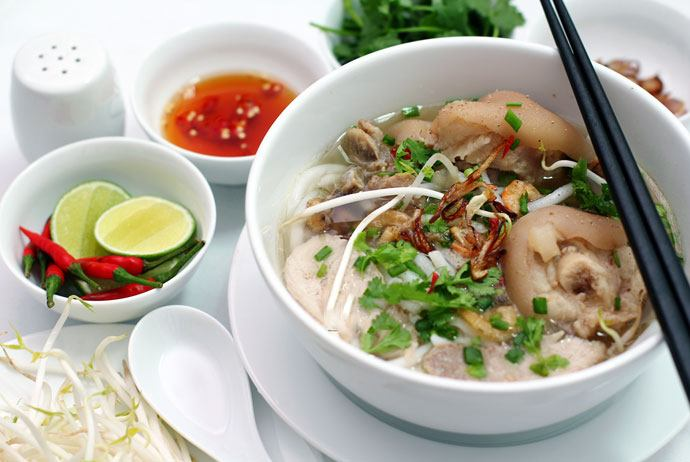 banh canh gio heo – pig's leg thick noodle soup