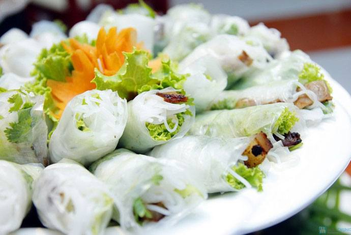 banh uot thit nuong – wet cake served with grilled meat