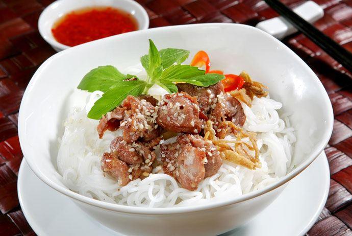 bun cha – vietnamese grilled meat vermicelli