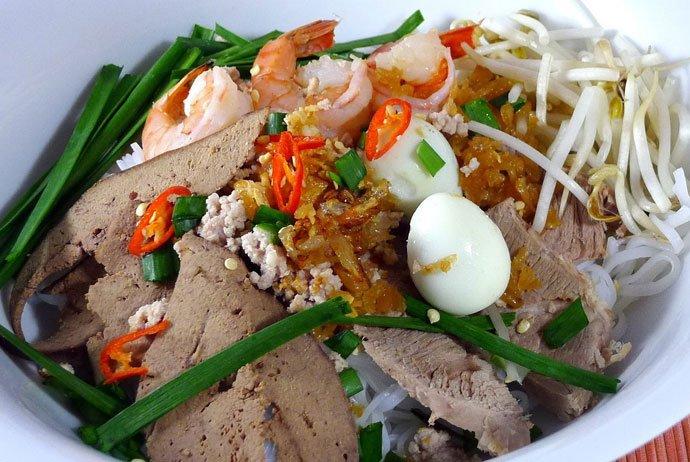 hu tieu go – striky noodle with seasoned and sauteed beef