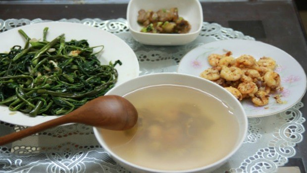 sour water spinach tamarind soup