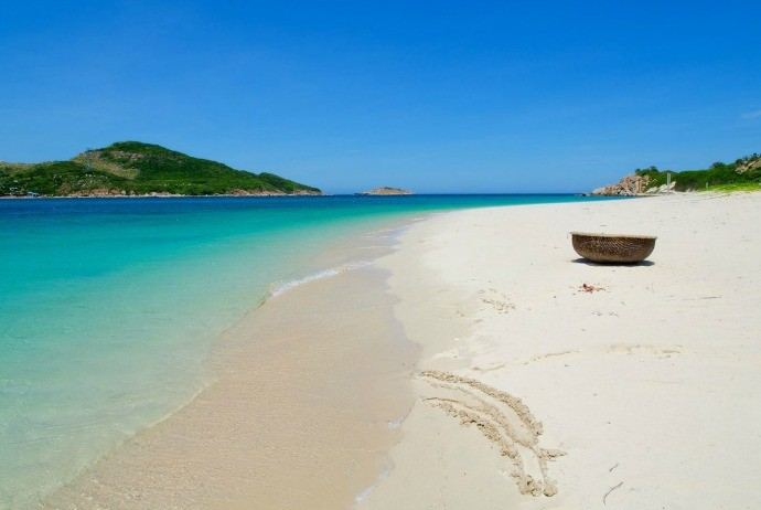 exotic-hong-van-beach