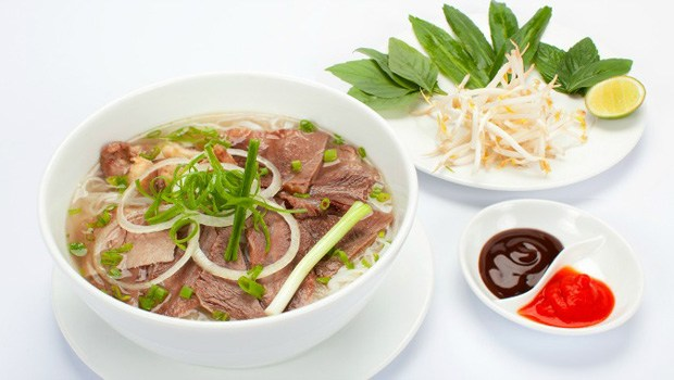 Vietnamese Beef Noodle Soup Recipe (Phở Bò)