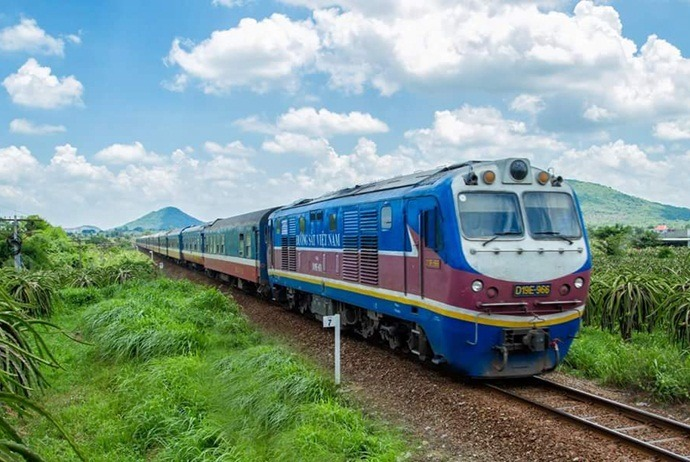 how to get tovan phong bay - train