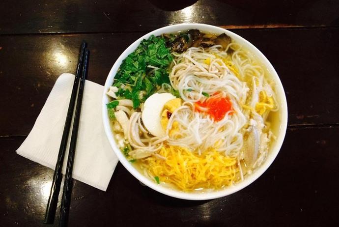 vietnamese combo vermicelli soup - bun thang pho co - hanoi old quarter