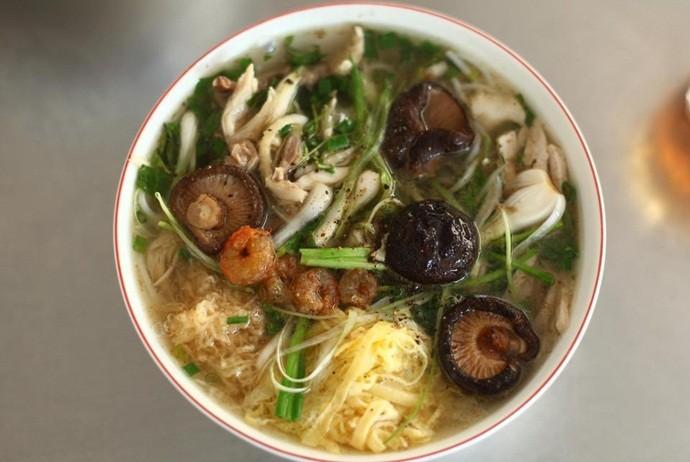 vietnamese combo vermicelli soup - bun thang tu lun