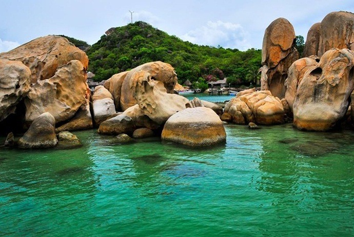 what are attractions in binh lap island - bai lao beach