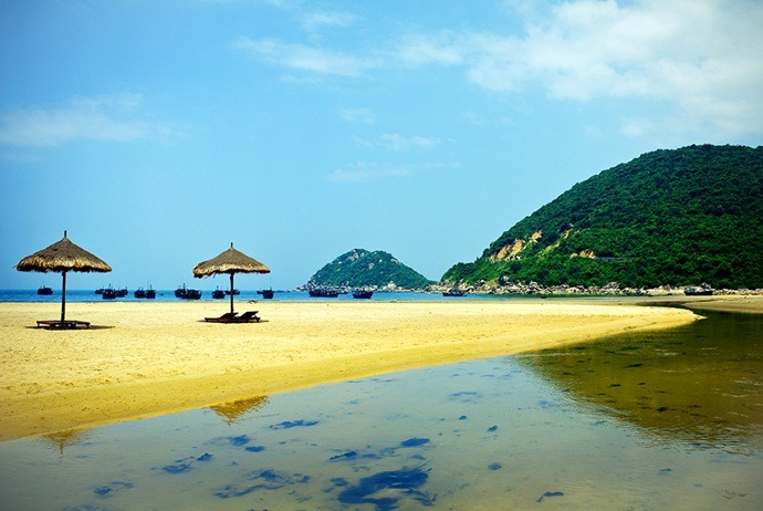 what are attractions in binh lap island - bai ran beach