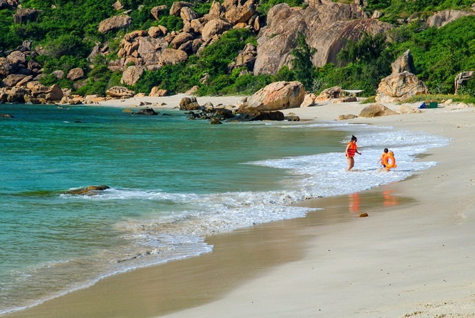 what are attractions in binh lap island - binh chau beach