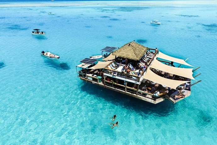 what are attractions in hon mun island - enjoy the floating bar