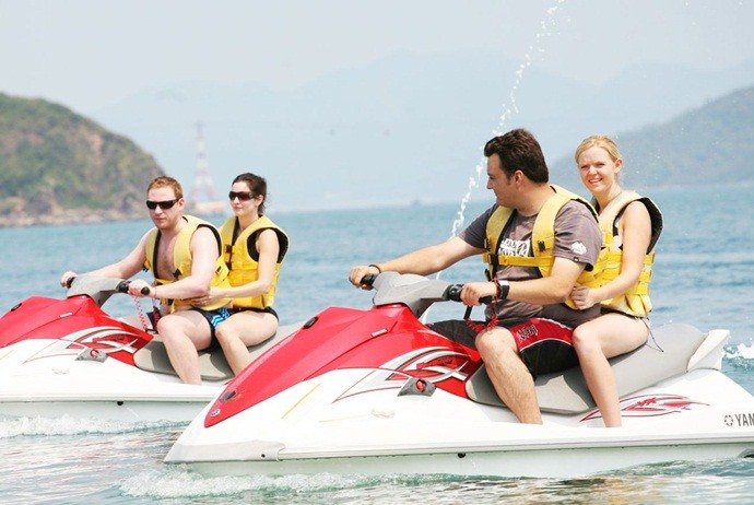 what to do in hon tam island - play water sports
