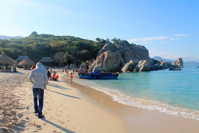 activites and attractions about binh hung tourism - bai kinh beach