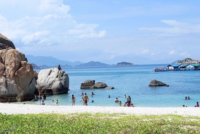 activites and attractions about binh hung tourism - binh tien beach