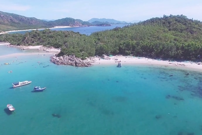 activites and attractions about binh hung tourism - cay me beach