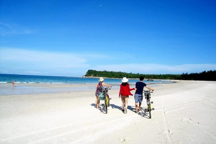 binh ba island - go to the beach