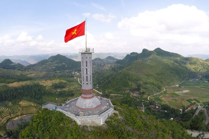 circuit triangle flower festival - lung cu flag tower