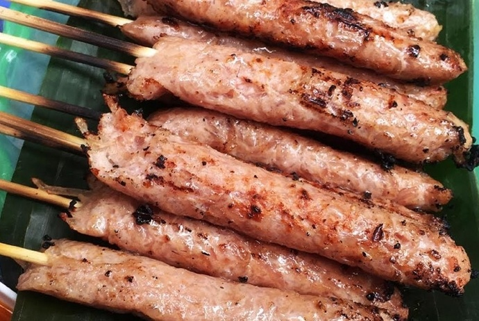 grilled fermented pork roll - nem nuong thanh xuan bac