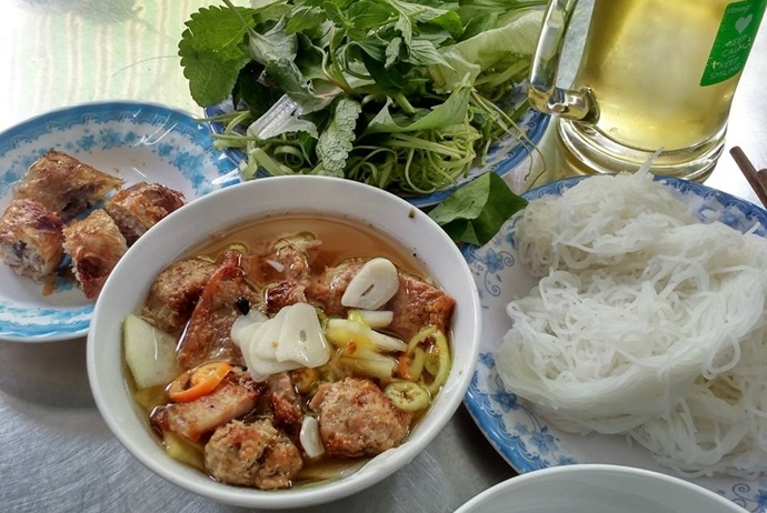 bun cha hanoi on hang quat street - nhahangmydinh