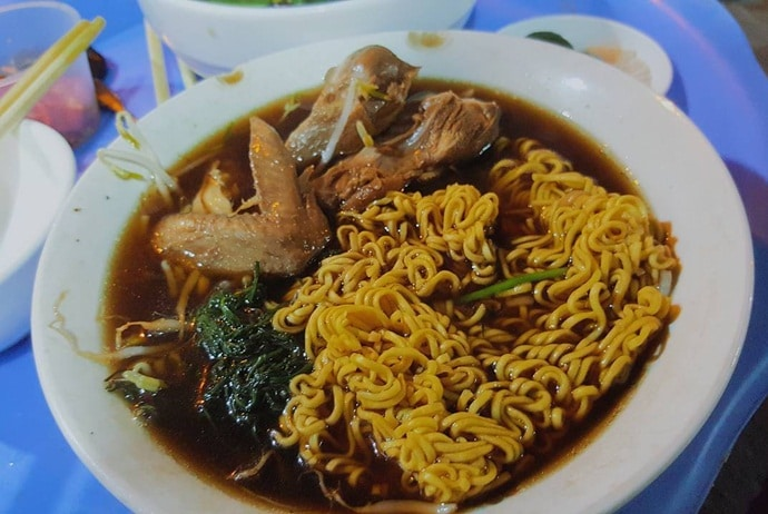 instant noodle with chicken stew with herbs – the introduction - blog.traveloka