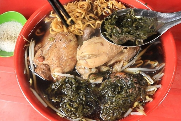 instant noodle with chicken stew with herbs – my ga tan