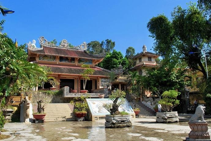 long son pagoda nha trang - vietnamtourism