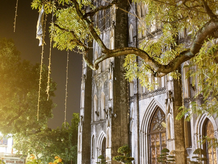 autumn in hanoi - st. joseph's cathedral is back with a serene antique look
