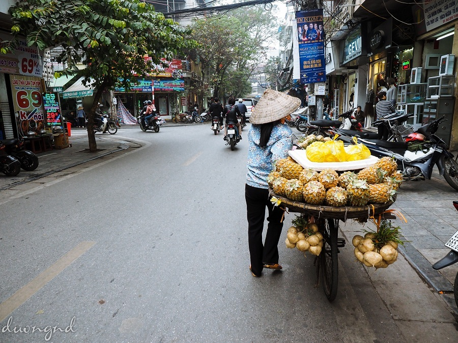 street hawkers in hanoi - street vendors in the summer