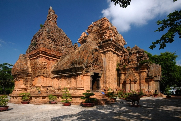 the architecture of ponagar cham towers - tuannguyentravel