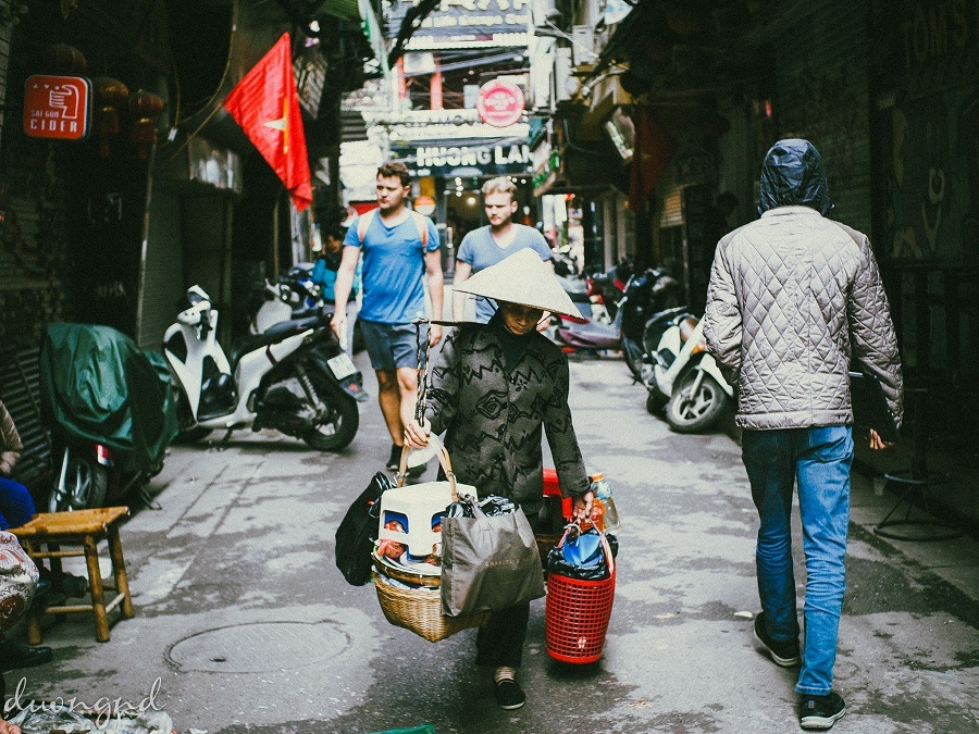 street hawkers in hanoi - the footsteps of the diligent