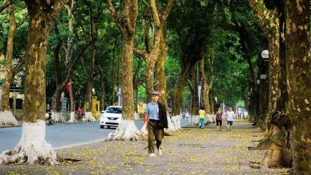 autumn in hanoi - the streets in the morning