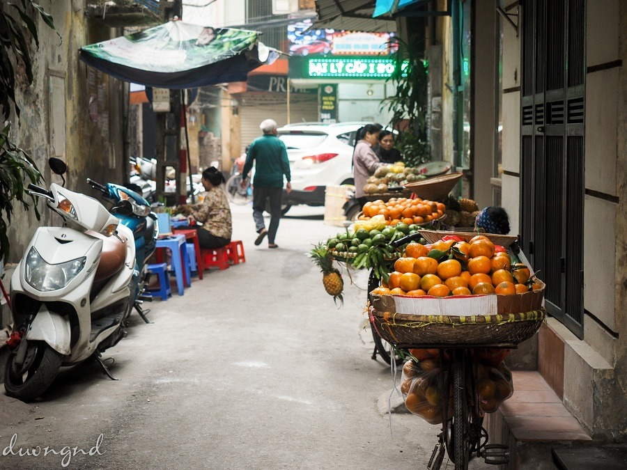 street hawkers in hanoi - the uniqueness of this city