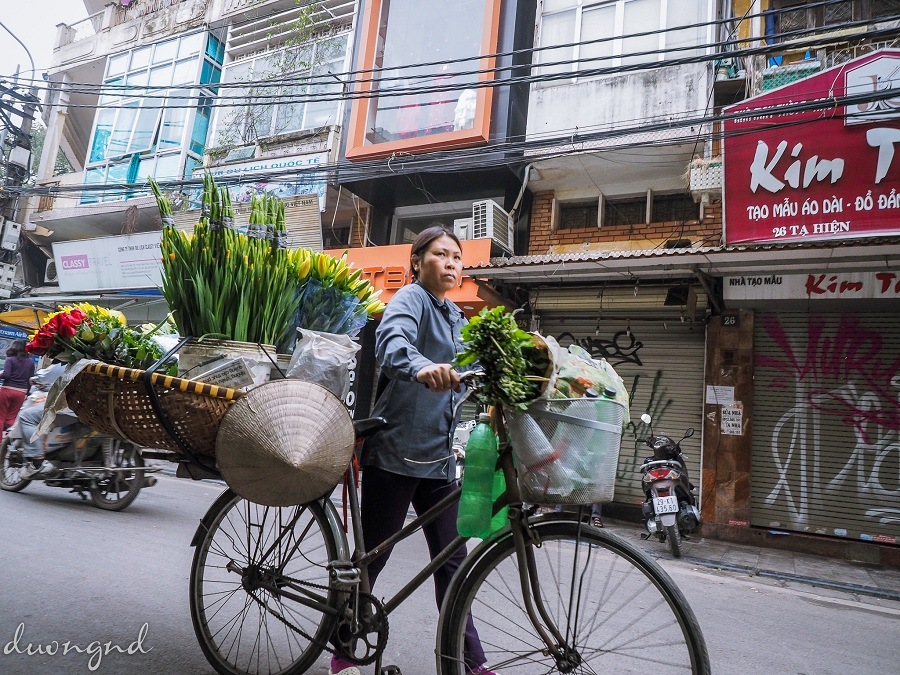 street hawkers in hanoi - women from other provinces moving to Hanoi to earn a living