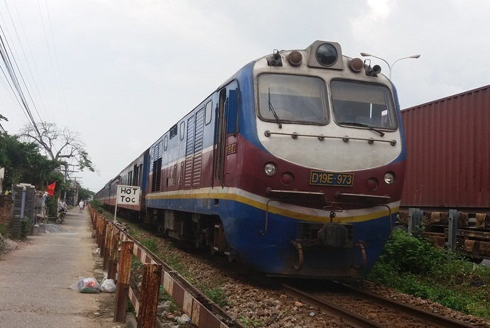how to get to my khe beach - train