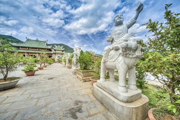 linh ung bai but pagoda danang