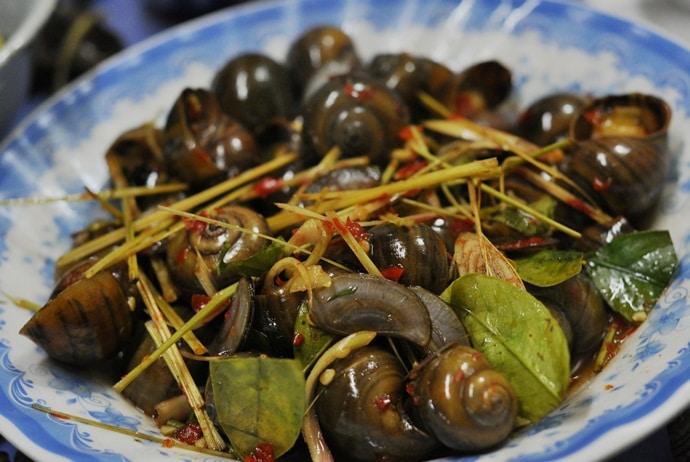 vietnamese street style snails - oc chi le