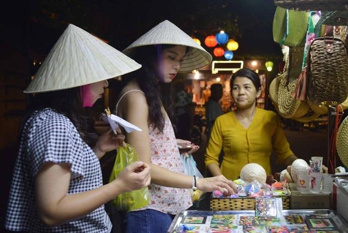 bai chay beach - bai chay night market