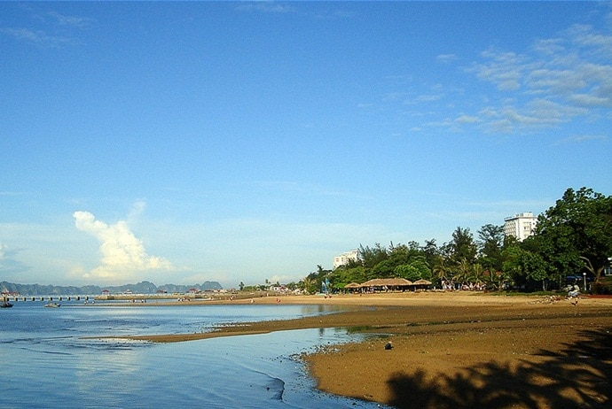 bai chay beach - features of bai chay beach