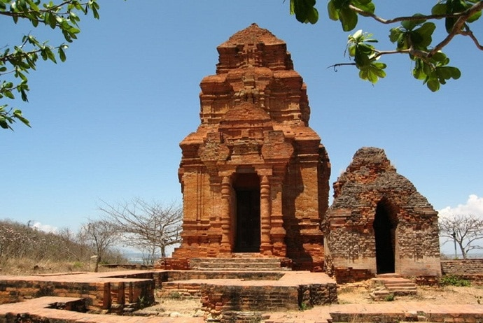 poshanu cham tower - architecture of poshanu cham tower