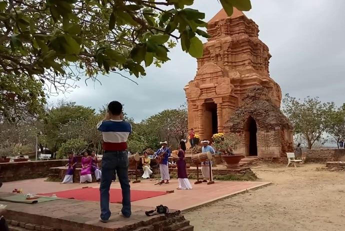 poshanu cham tower - festival in poshanu cham tower