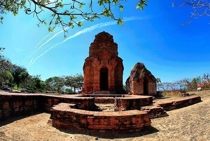 poshanu cham tower - history of poshanu cham tower