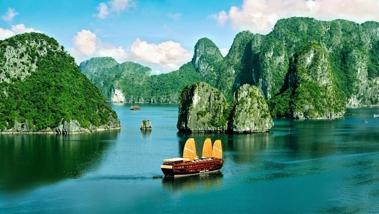 Tra Co Beach – An Irresistibly Beautiful Beach In Quang Ninh, Vietnam!