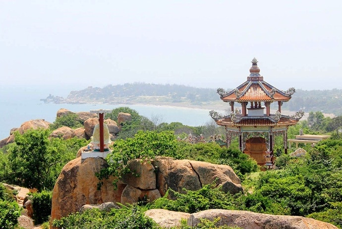 what are attractions inco thach beach - co thach pagoda