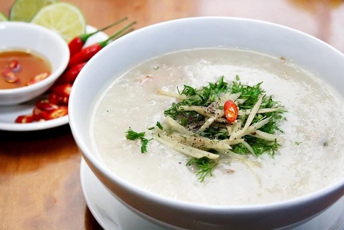 where to eat vietnamese fish porridge in Hanoi - chao ca cuong lim on chua lang street