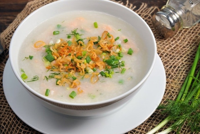 where to eat vietnamese fish porridge in Hanoi - chao ca on giang vo street
