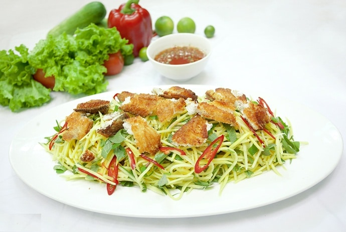 where to eat vietnamese green mango salad in hanoi