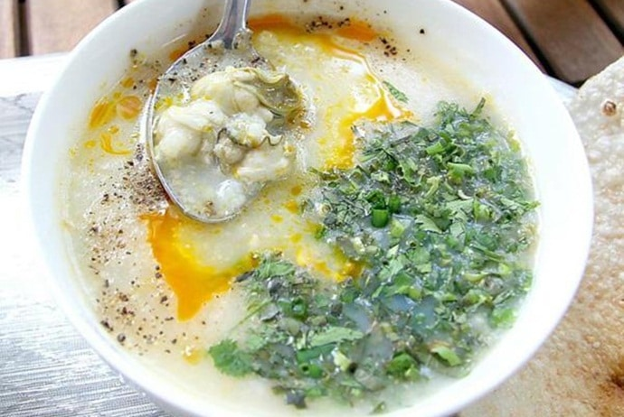 where to eat vietnamese oyster porridge in hanoi - hau quan on lac trung street