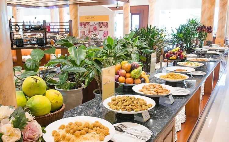 huong sen restaurant buffet line