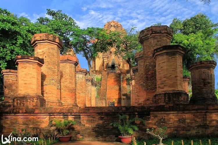 poshanu cham towers