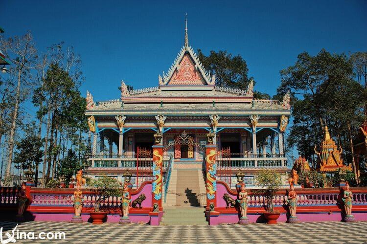Wonderful Photos Of Colorful Khmer Pagodas In Soc Trang Province, Vietnam
