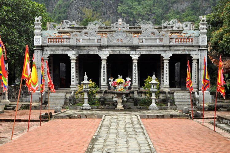 vietnam photos - thai vi temple